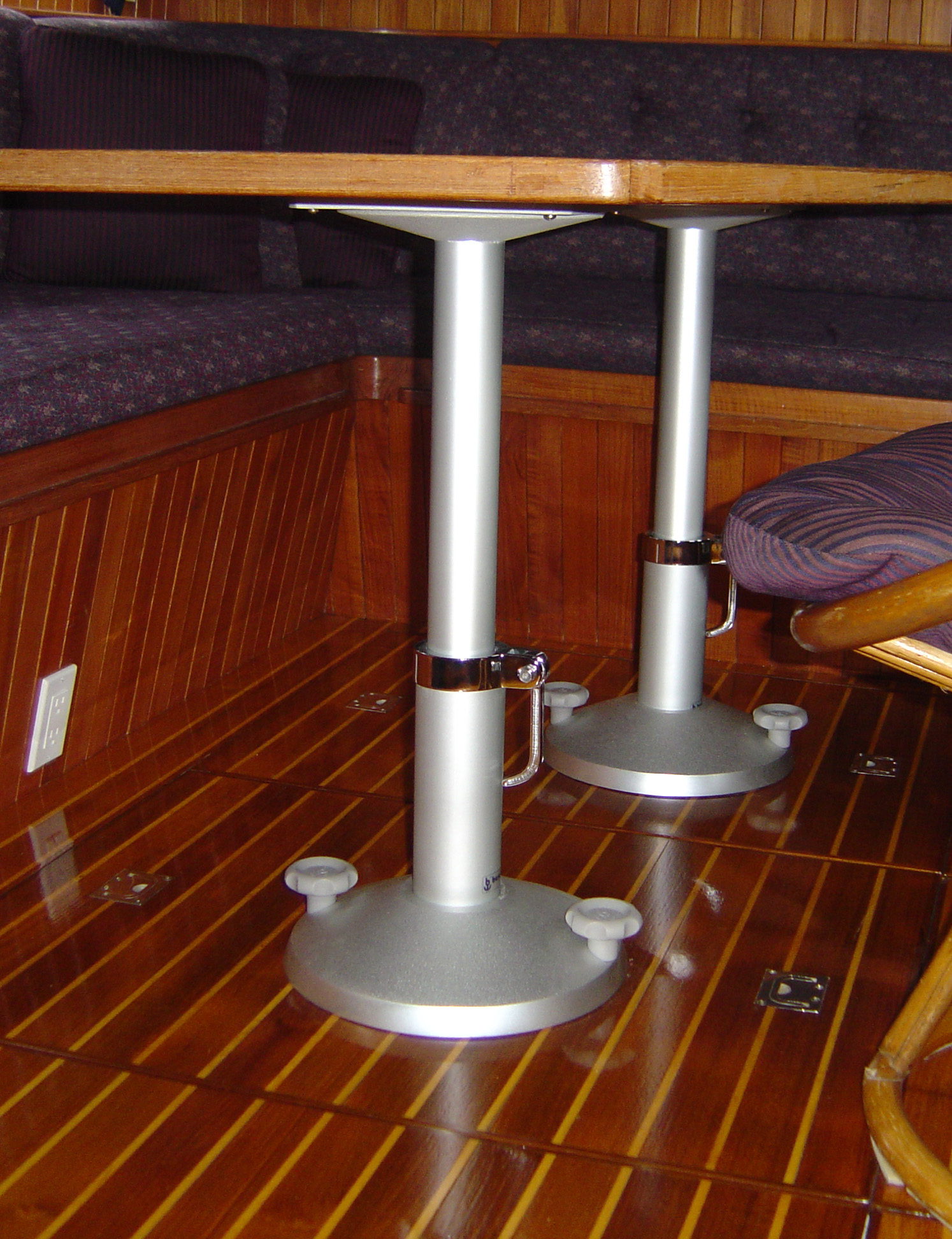 Besenzoni table pedestals